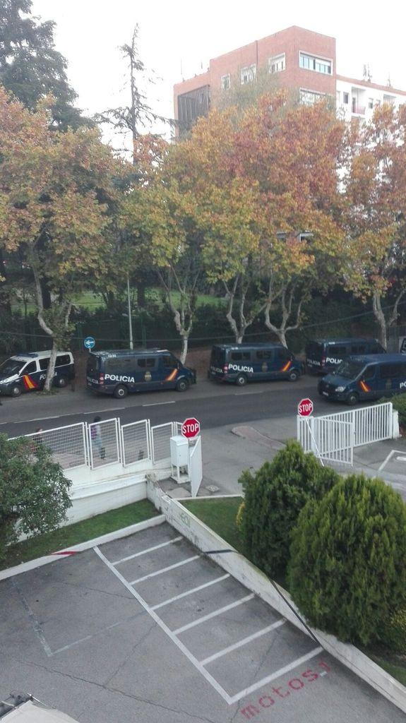 Desalojo del San Juan Evangelista el #Jhonny, Colegio mayor de referencia en la vida cultural universitaria d Madrid https://t.co/Zpe9yL1XjA