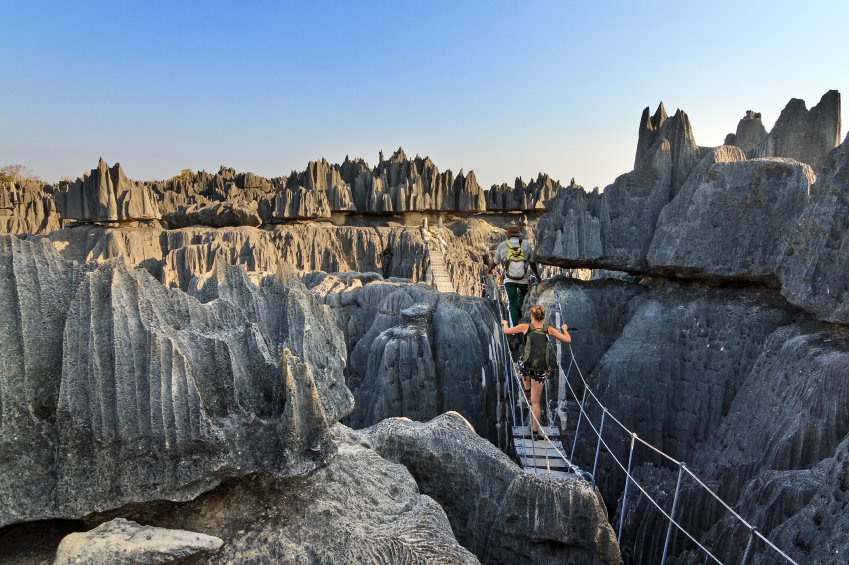 Is this the world's most spectacular footbridge? #Madagascar #staycurious #momondo #travel https://t.co/hvn1KlD8Bx