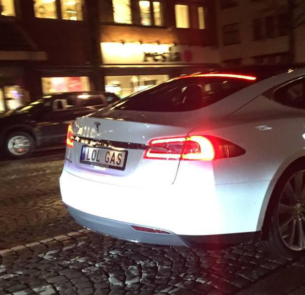Best Tesla plate I've seen: https://t.co/hWWV5UKjJH