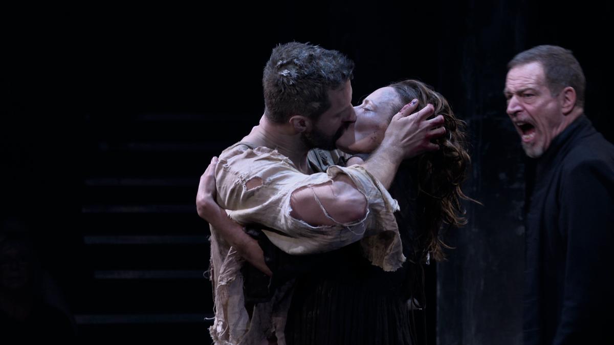 One last kiss for Elizabeth and John Proctor #RichardArmitage @AnnaMadeley #LoveTheatreDay #TheCrucibleonScreen https://t.co/RWi3uevj5i