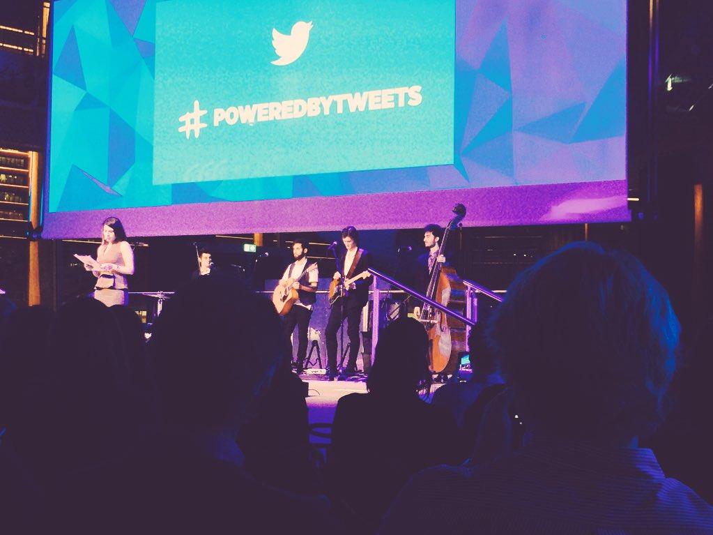 Abbiamo portato il nostro @DivanoRolling alla festa di @TwitterItalia per cinguettare meglio... #PoweredByTweets 💙 https://t.co/wGfqvMfeRu