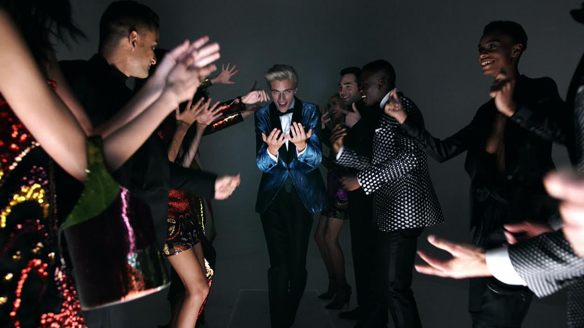 I Want Your Love! Watch @luckybsmith and more disco dance down the runway for @TOMFORD https://t.co/LaGSHTj6Mx https://t.co/hlFKDzPiYG