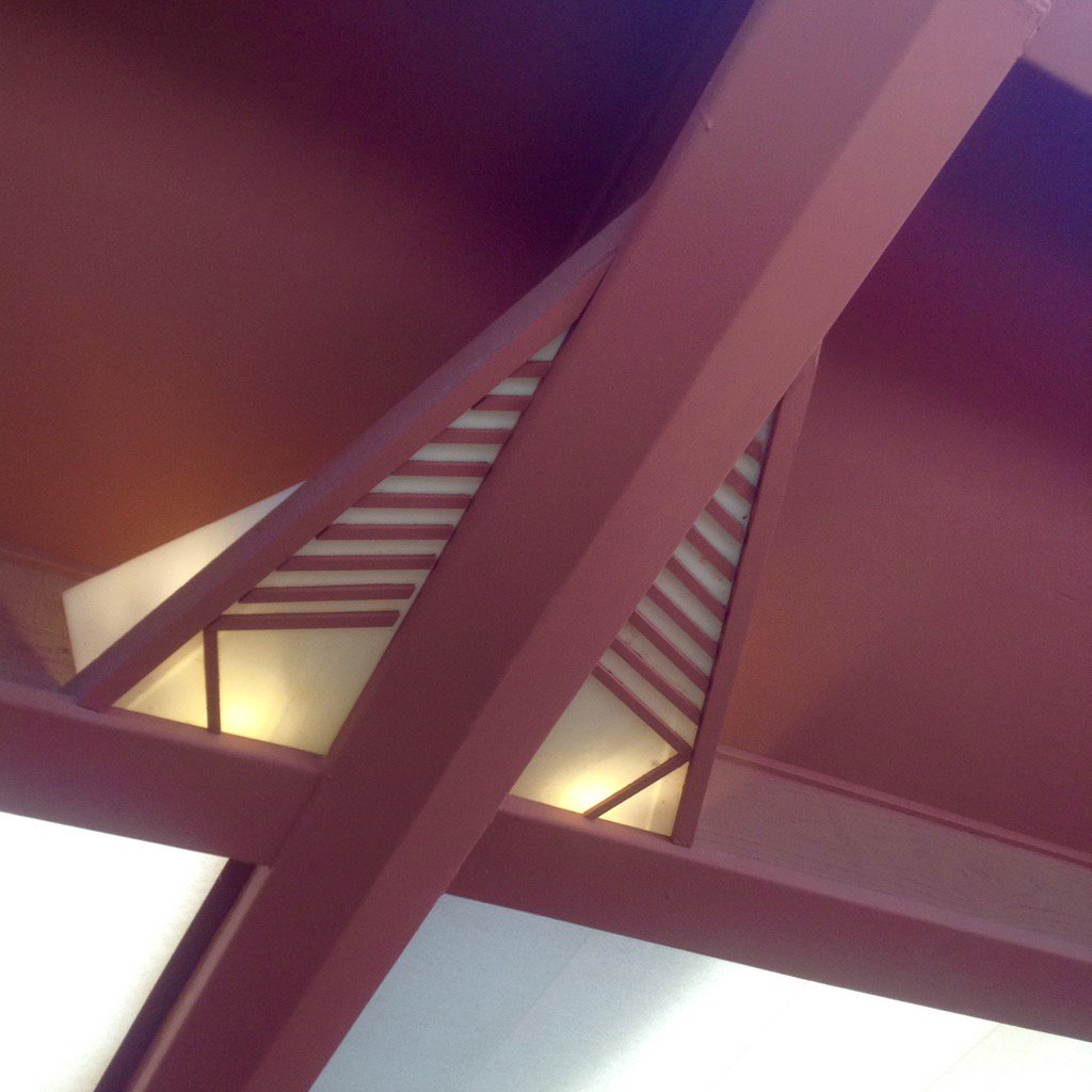 """Frank Lloyd Wright's beloved """"Cherokee Red"""" + light detail at Taliesin West. https://t.co/xjGeGvznaF"""