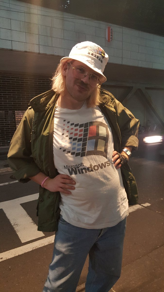 Windows95 man in TOKYO!!!! https://t.co/mww9SIEPHb