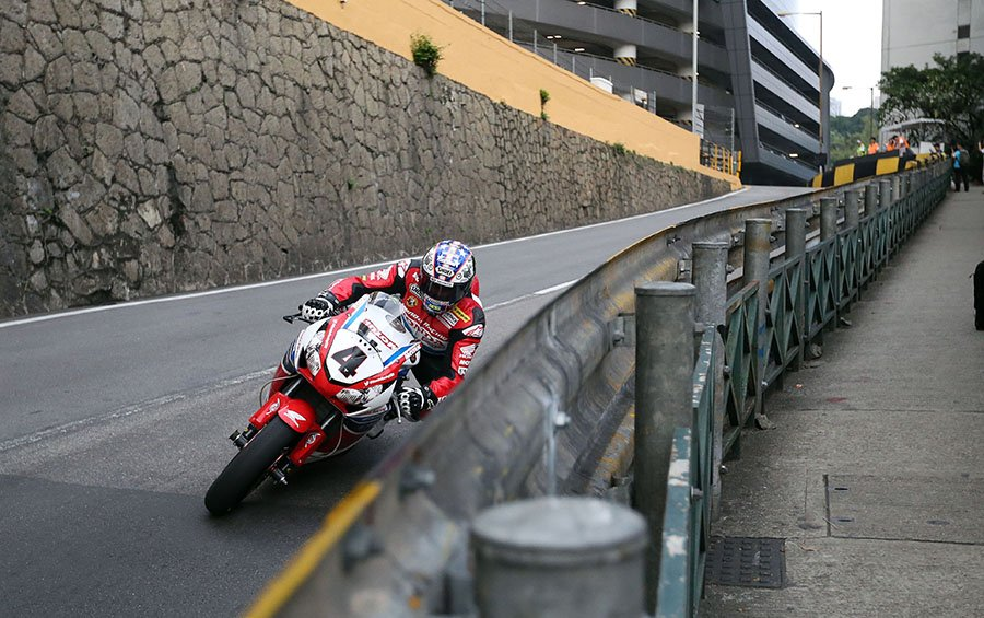 Great shots of @jm130tt & @ConrodIOM at work today. Q2 starts at 0730 local time (2330 UK tonight) #MacauGP https://t.co/ekQlf16vZf