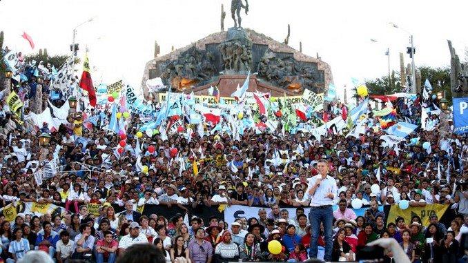 """""""Ustedes me hacen sentir que llegó el momento del CAMBIO."""" #YoCambio #MacriPresidente https://t.co/7uxkM79Xkn"""