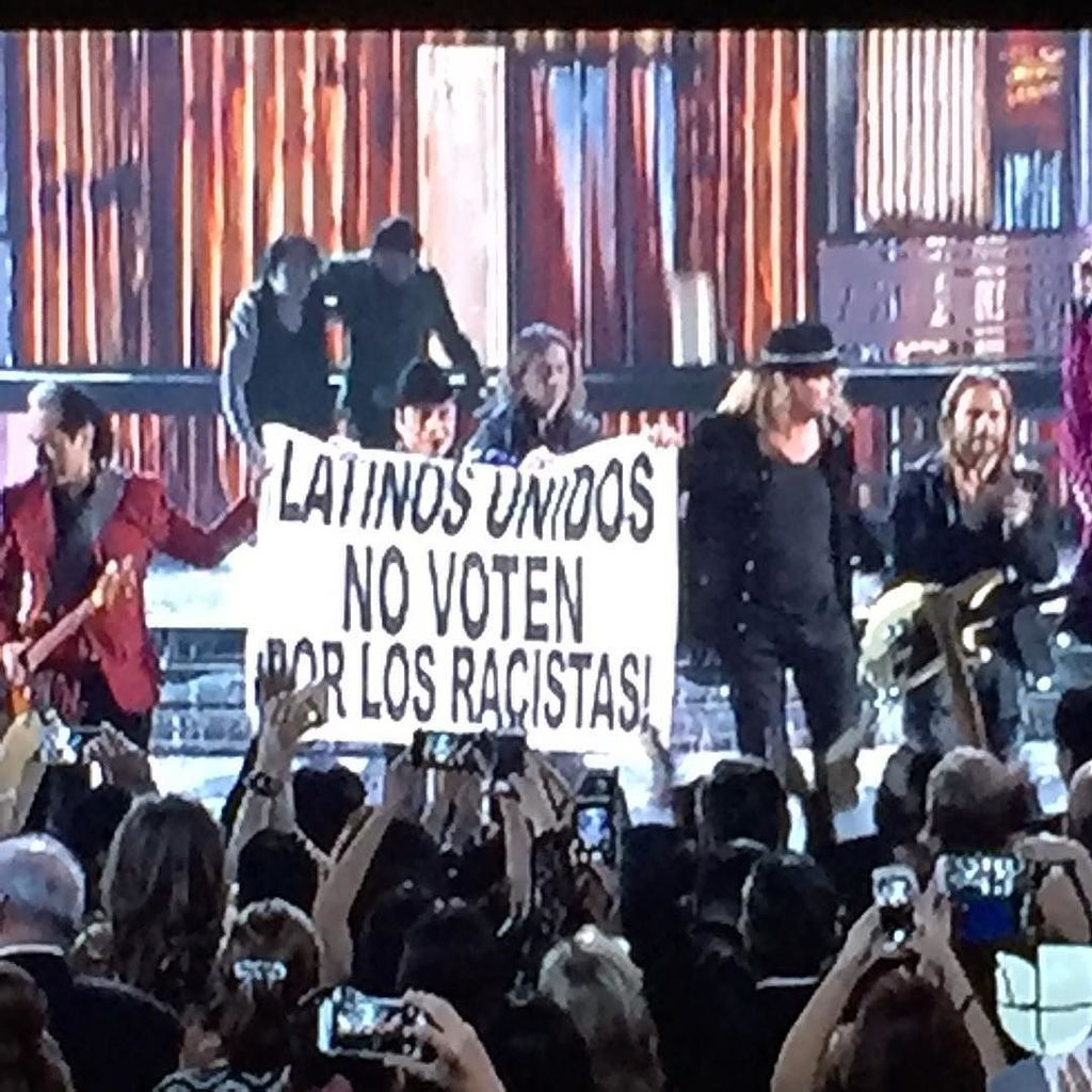 #Maná sure made their point heard tonight at the #LatinGrammys #BeLatino https://t.co/6uipQvDOsP https://t.co/QNqpfs9Y3I
