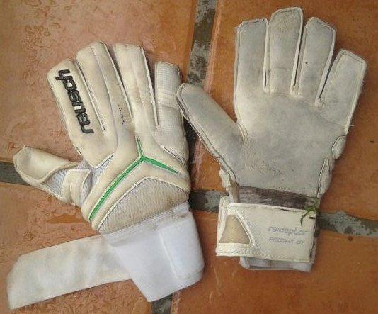 #31°ConcursoRojinegro: Ganate los guantes que usó Anconetani en la victoria ante T. Suárez con solo hacer RT!!! https://t.co/jNEQ52Umv9