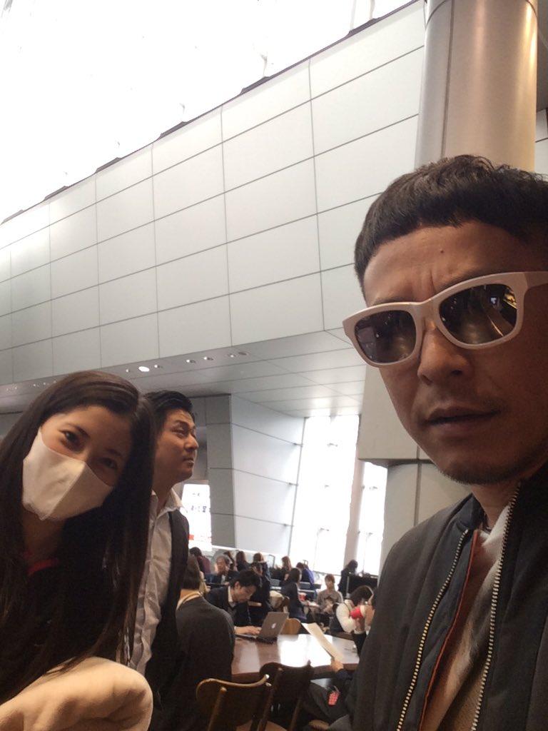 品川駅でりょうはさんみつけて声かけたら、スタバ奢らされて鉄平無事死亡 https://t.co/UO29OmocqD