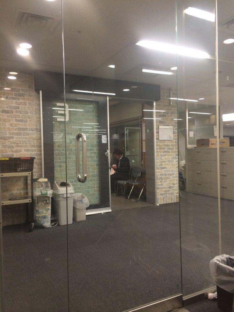 ニッポン放送「山下健二郎のオールナイトニッポン」このあと1時から生放送。スタジオ隣の控え室待機中 #ykann https://t.co/L95xDJj37w
