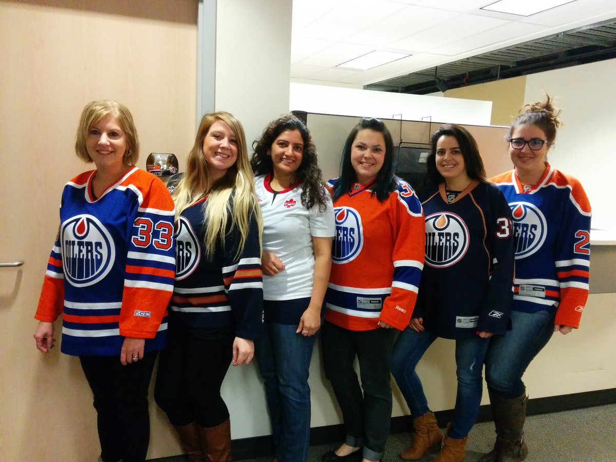 .@nait Continuing Education ladies representing for #NationalJerseyDay @NAITOoksRec https://t.co/gDSqFXgYEe