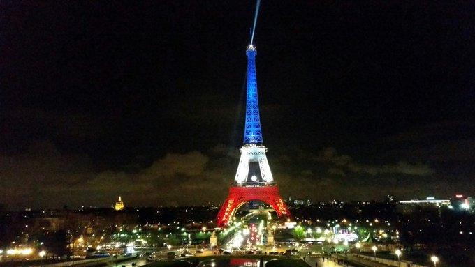 #instantané #21h20 en hommage aux victimes des #AttentatsParis du #13novembre #AttackParis #PeaceForParis @Paris