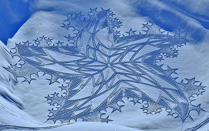 シベリアの雪原を独り歩く、サイモン・ベックのSnow Art https://t.co/MMcXk0MhRR 運動するために歩いていてそのついでに絵を描いている感じらしい。 https://t.co/22UlN2MvqE