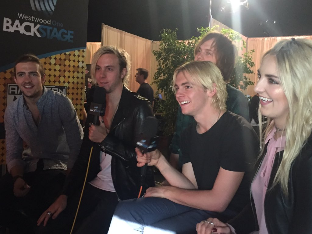 Got @officialR5 backstage with us!#AMAs #WWOBackstage https://t.co/bMsqfHMziE