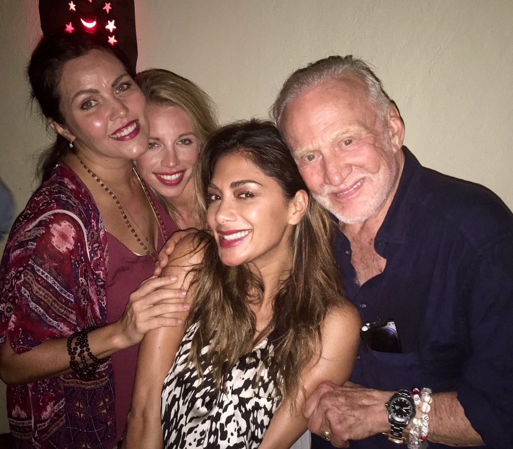 RT @TheRealBuzz: My friend @NicoleScherzy & her sister Kay & friend Katie wants to know what my secret to stay young. Go to the moon! https…