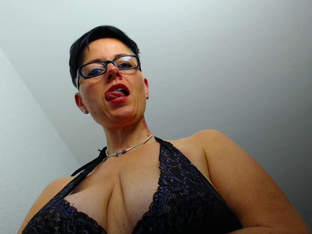 Milf mit grossen Arsch und dicke Titten mag Vaginal -