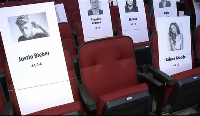 #AMAs are tommorow check out who Justin is sitting by #BieberOnAMAs https://t.co/LbdSJQeeA2