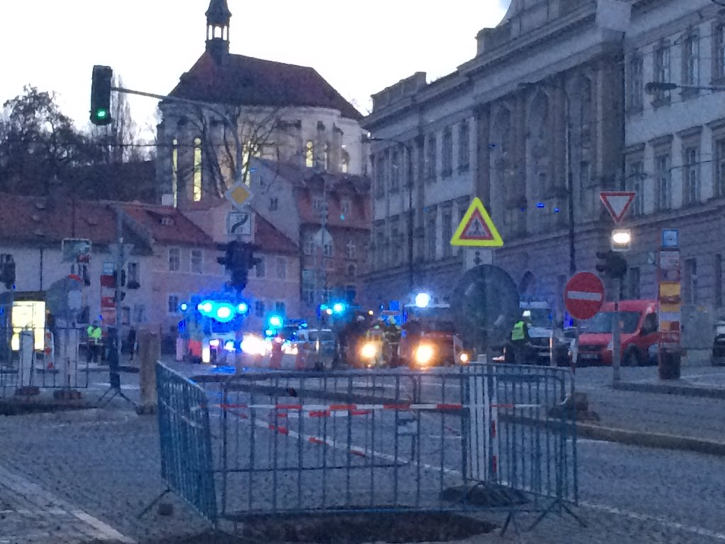 Suspicious vehicle near prague castle bomb disposal unit for Where is prague near