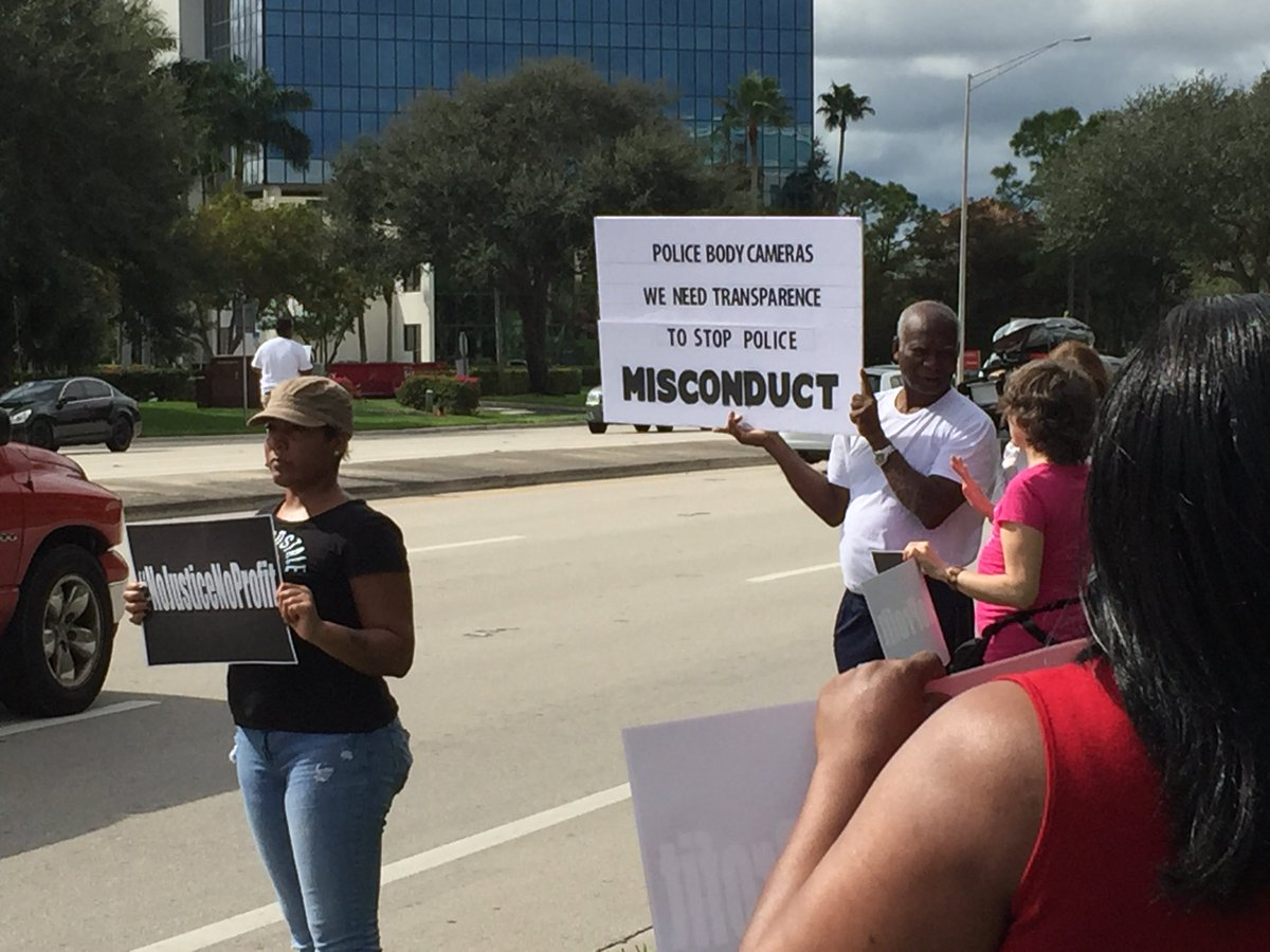 HAPPENING NOW: Protest For #CoreyJones At The Palm Beach Gardens Mall Along  PGA