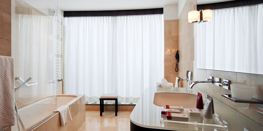 With en suites this luxurious, we wouldn't blame you if you spent the entire #weekend indoors. https://t.co/VOhS3aAINI