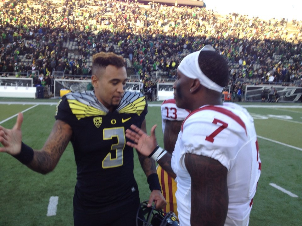 Vernon Adams and Steven Mitchell, teammates at Alemany, shake hands after game #USCvsOre https://t.co/wsB5cP4vYB