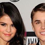 Justin Bieber serenaded Selena Gomez, devastating all his fan girls. https://t.co/mWBSNmPEnS https://t.co/DOJMF3ColQ