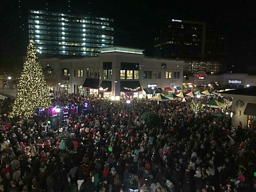 No one does #Christmas like #Raleigh! Such a great day for us all! @ShopLocRaleigh @DowntownRaleigh https://t.co/lFKzVBu7SG
