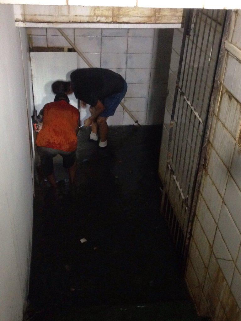 Santos divulga fotos da sua saída do vestiário no RJ. Água de esgoto, fiação, tudo alagado. Precário https://t.co/tAhhwHfu6p