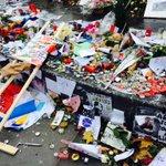 Une partie du mémorial aux victimes saccagé à République. https://t.co/rKxW9e2RFE