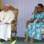 "Presidenta centroafricana pide ""perdón"" ante papa por violencia en su país. https://t.co/p59I39laOz https://t.co/bP6uPcIjOS"