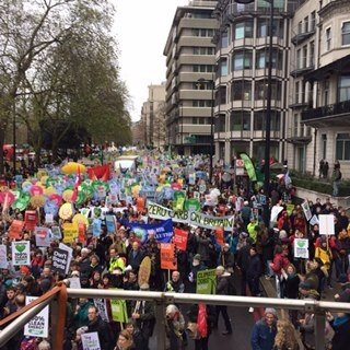 70,000 turnout for biggest ever UK #climatemarch! #ClimateJusticeJobs https://t.co/3pVDTqoXzv