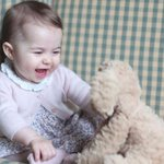 Cute Baby Alert: Kensington Palace releases new photos of 6-month-old Princess Charlotte https://t.co/QMYqU8VlVI https://t.co/Yy63mfIPZh