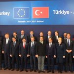 Family photo ahead of the #EUTurkey Leaders meeting. Read more: https://t.co/gQK50AXKHa. #migrationEU https://t.co/jMCYnluuA7