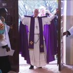 #PopeInCAR opens the Holy Door for the Jubilee Year of Mercy in Bangui, first time this has happened outside #Rome. https://t.co/A6vSSnjgnf