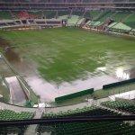 Chuva deste domingo castigando o gramado do Allianz Parque. Foto de @fellucena https://t.co/blKrE6NEeZ