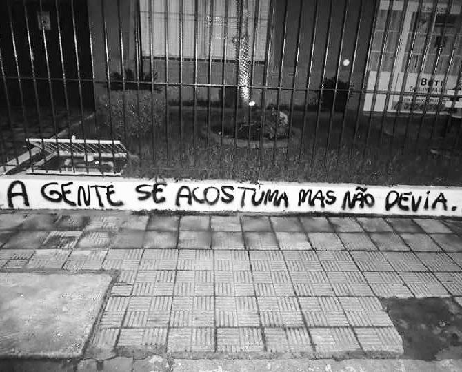 Porto Alegre, RS. Foto enviada por Cátia Sergs #olheosmuros #artederua #arteurbana #pixo #… https://t.co/gpFY1SlGkI https://t.co/MdICfLYFTe