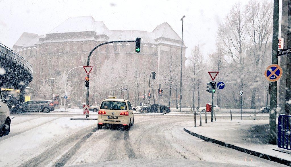 der 1 schnee in hamburg stra en extrem glatt schlechte sicht auf autobahnen srhnews bitte. Black Bedroom Furniture Sets. Home Design Ideas