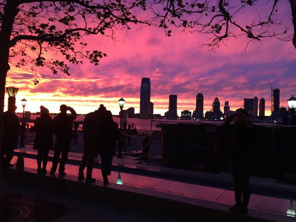 Spectacular sunset in NYC https://t.co/aMfXeoevxB