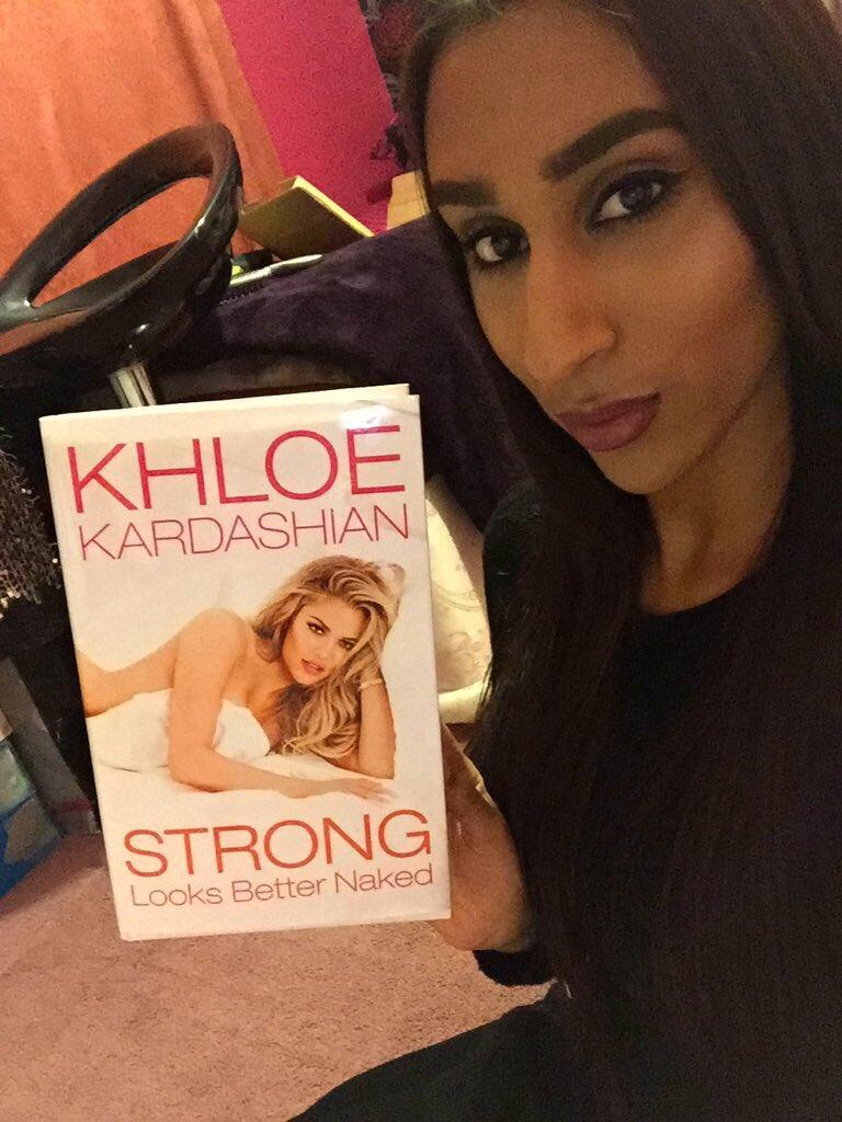 RT @MinieKardashian: @khloekardashian a little selfie with your book! Soooo proud of you! ???????? https://t.co/SdLsQlU1MS