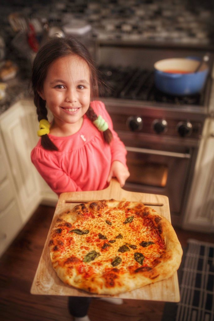 Teaching little Mei how to make Pizza Margherita. https://t.co/rk9QYSiIWh