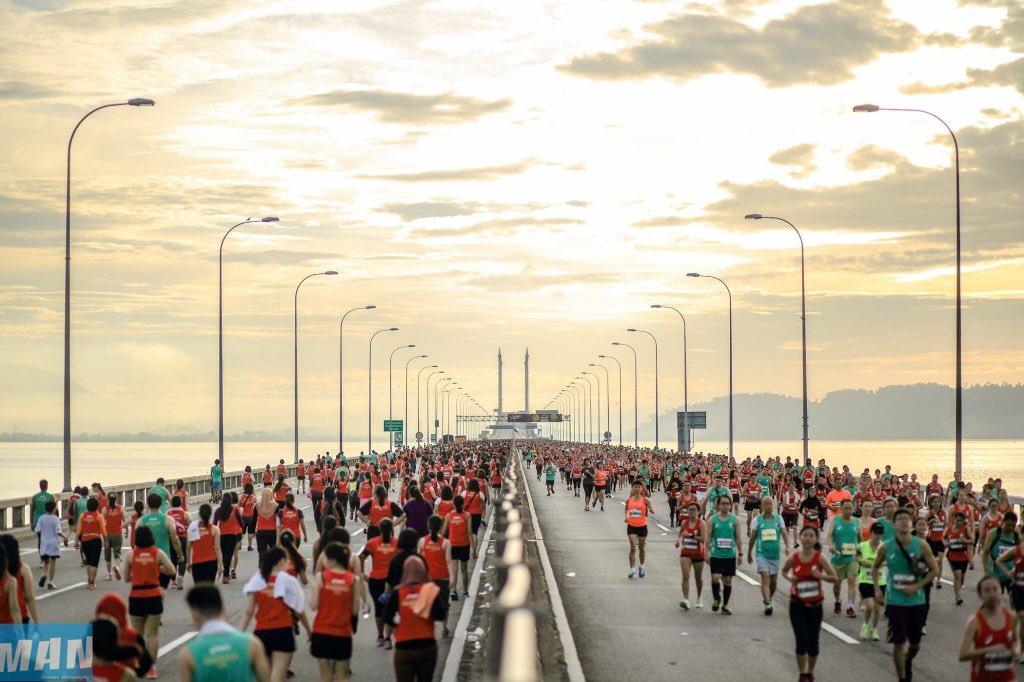 Asics Penang Bridge International Marathon 22nd Nov 2015! Photo by Blueman Teh @asicmedia @PenangMarathon https://t.co/ByWgIZqkeG
