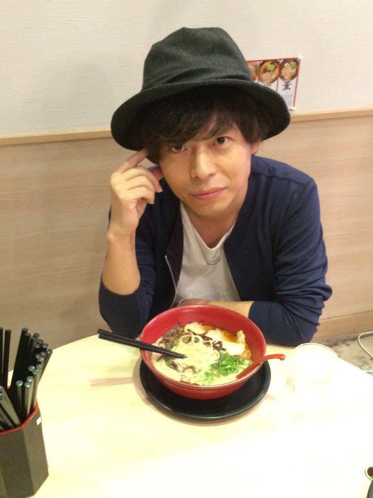 熊本出身のシンガーソングライター、中田裕二さんが、ラーメン食べながらあれこれ語る!?熊本愛溢れるインタビュー、お見逃しなく。12/27発売のタンクマ1月号掲載予定。 https://t.co/NA7q5VgWxG