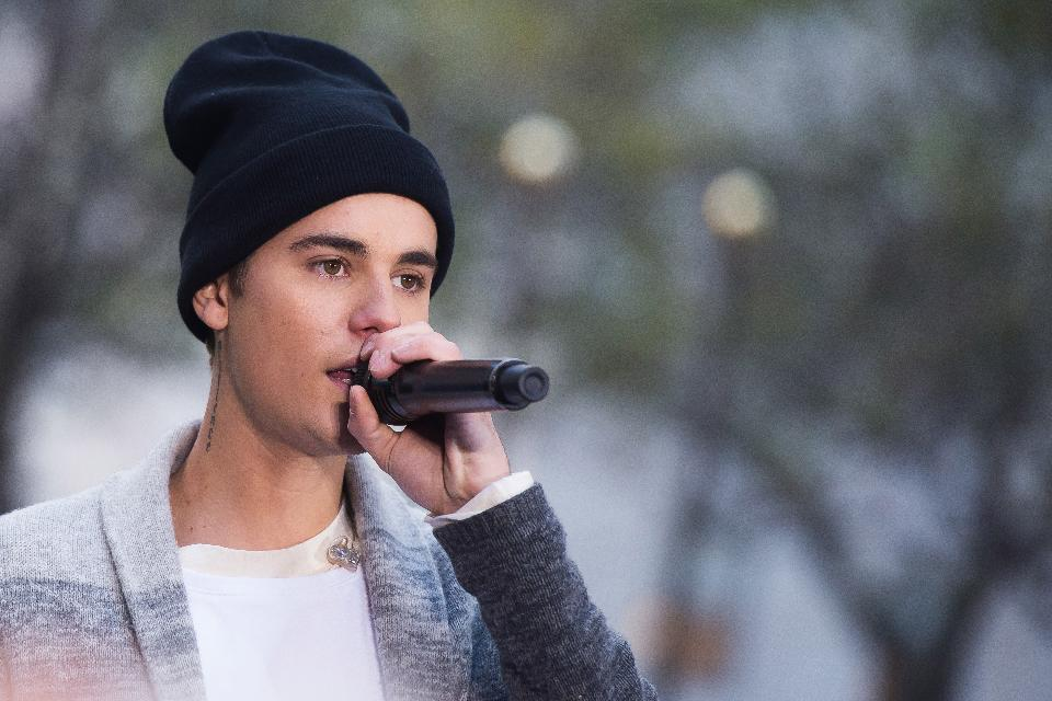 """Justin Bieber's """"Purpose"""" has broken Spotify's record for most streams in one week https://t.co/fUXSGV1HKE https://t.co/BDQiICZC7M"""