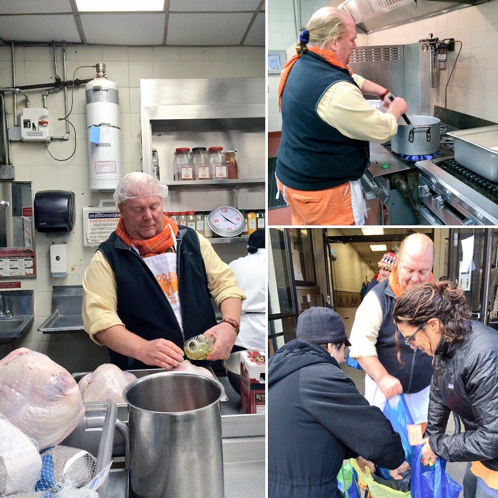 Food Bank board member @Mariobatali helped prep dinner & distribute #Thanksgiving turkeys to our neighbors in need! https://t.co/SXvO2nihLS