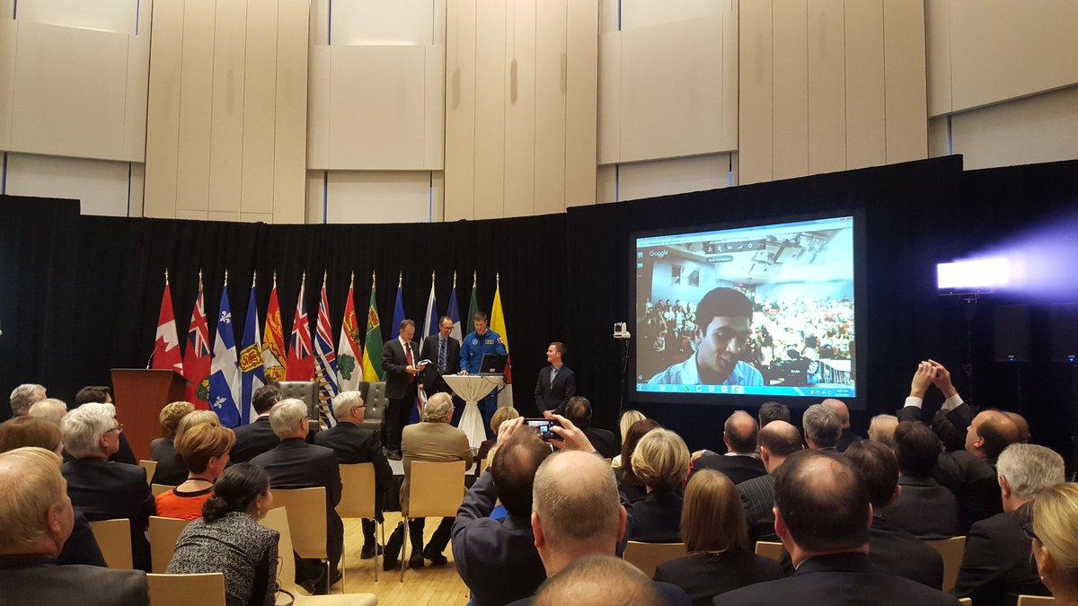 Scientists, astronauts, Premiers, Prime Minister, cabinet ministers, students...awesome. #CdnScienceTalk https://t.co/KVbt4xSdGS