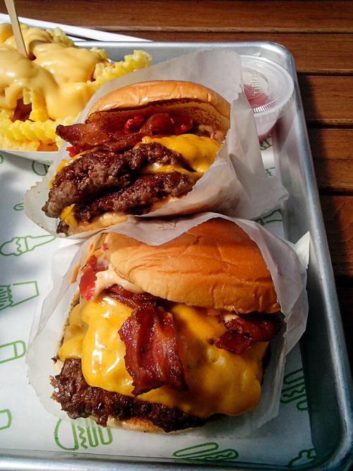2 pic. 📷 foodiefun247: (Via: 6KSqc6t9J4) Bacon Cheeseburgers are life VIlrT3HS2U