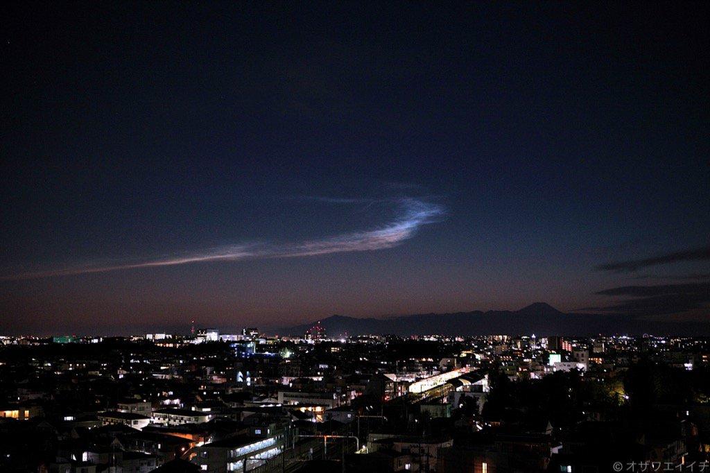 とっぷり暮れた東京の西の空に彩雲が出現。 2015年11月24日 17時41分 東京都世田谷区代田4丁目付近より撮影。 https://t.co/PmUbpmXmpC