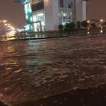 عاجل???? إغلاق بعض الطرق في #بريدة .. بسبب غزارة المياه #السعودية #امطار_القصيم https://t.co/1ZHEltX1iz