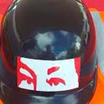 "Oficialismo entregó a motorizados cascos con la ""mirada de Chávez"" https://t.co/tRw78P8uUw https://t.co/rLMHA245WN"