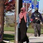 Muslimah walking to the mosque followed by an armed protestor in Texas.  Absolutely terrifying. https://t.co/uwkzqtp2pl